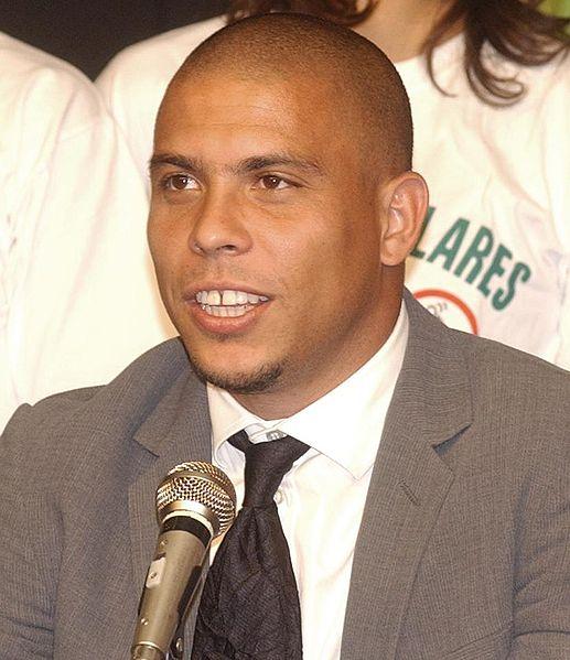 نجم كرة القدم البرازيلي المعتزل رونالدو