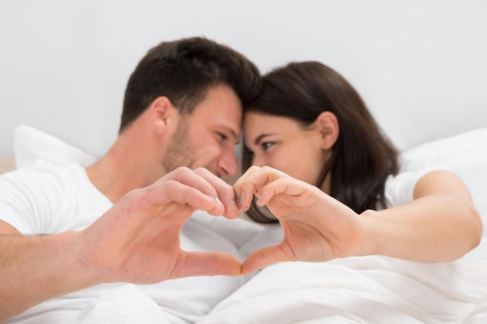 Photo of كيف تجذبين زوجكِ مرة أخرى للعلاقة الحميمة بعد غياب؟