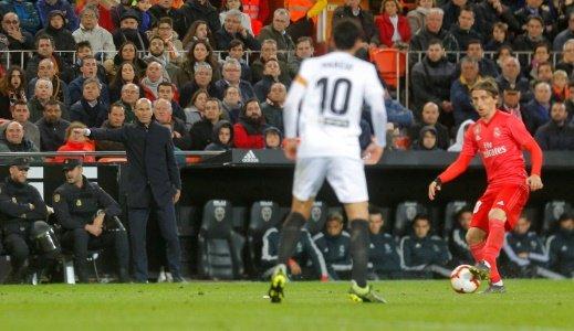 Photo of ريال مدريد يتلقى هزيمة مستحقة من مضيفه فالنسيا بهدفين مقابل هدف