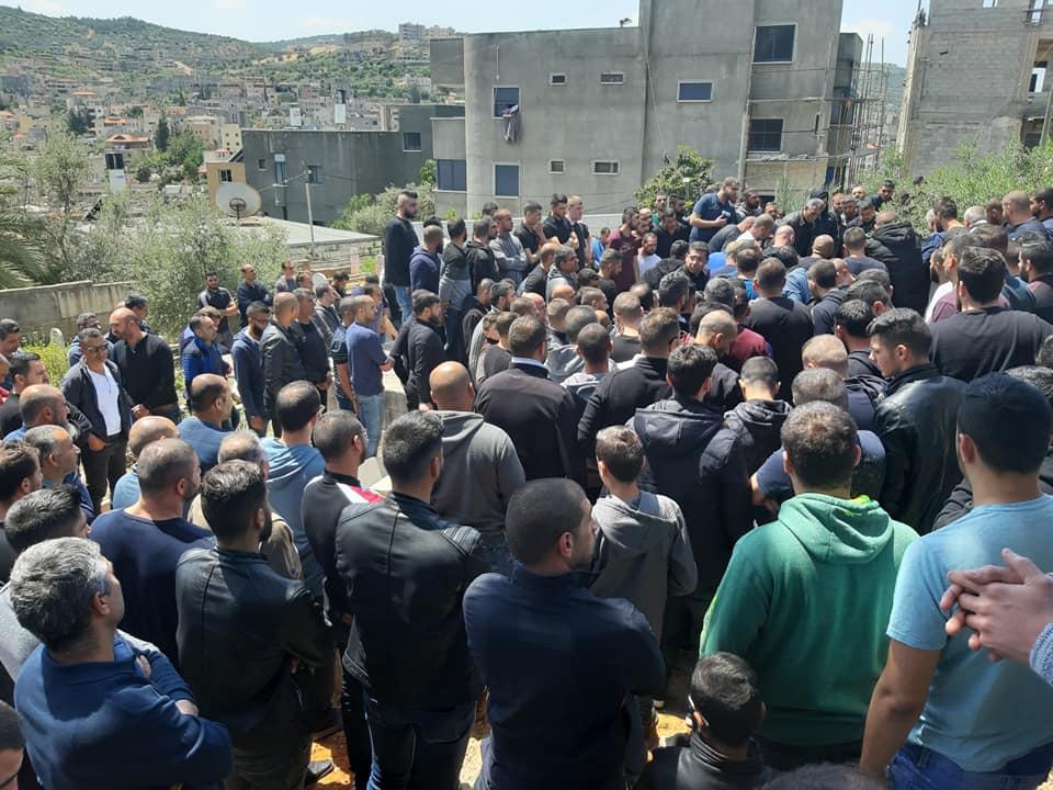 مشاركة واسعة في تشييع جثمان الشاب فراس ياسين