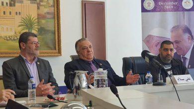 صورة رئيس بلدية الناصرة يعقد مؤتمرا صحفيا حول زيارته البابا